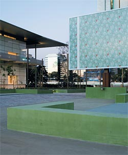 Gallery of Modern Art, by Architectus, left, and the State Library of Queensland, by Donovan Hill and Peddle Thorp, right. Image: Jon Linkins.
