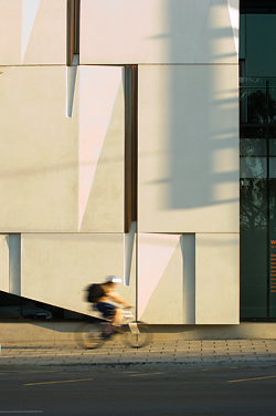 The meticulous detailing of the concrete facade. Light and shadow alter the appearance of the facade over the day.